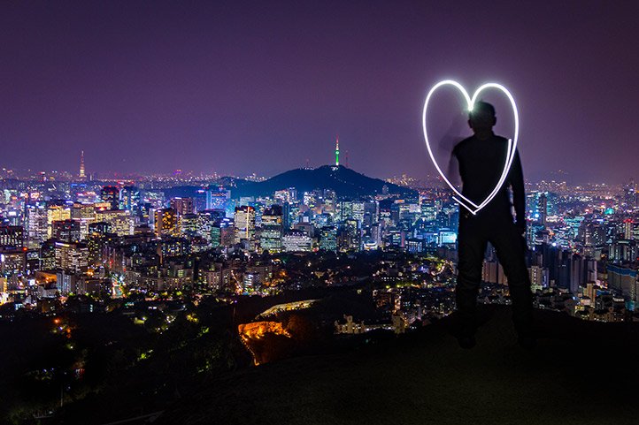 DHL_korea_night-heart_722.jpg