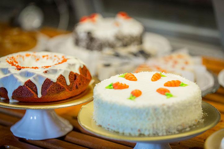 DHL_dining_bakery_cakes2_722.jpg