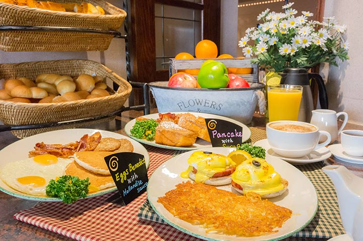 DHL_dining_greenstreet_breakfast_722.jpg