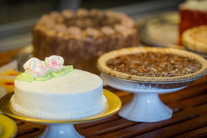 DHL_dining_bakery_cakes1_722.jpg